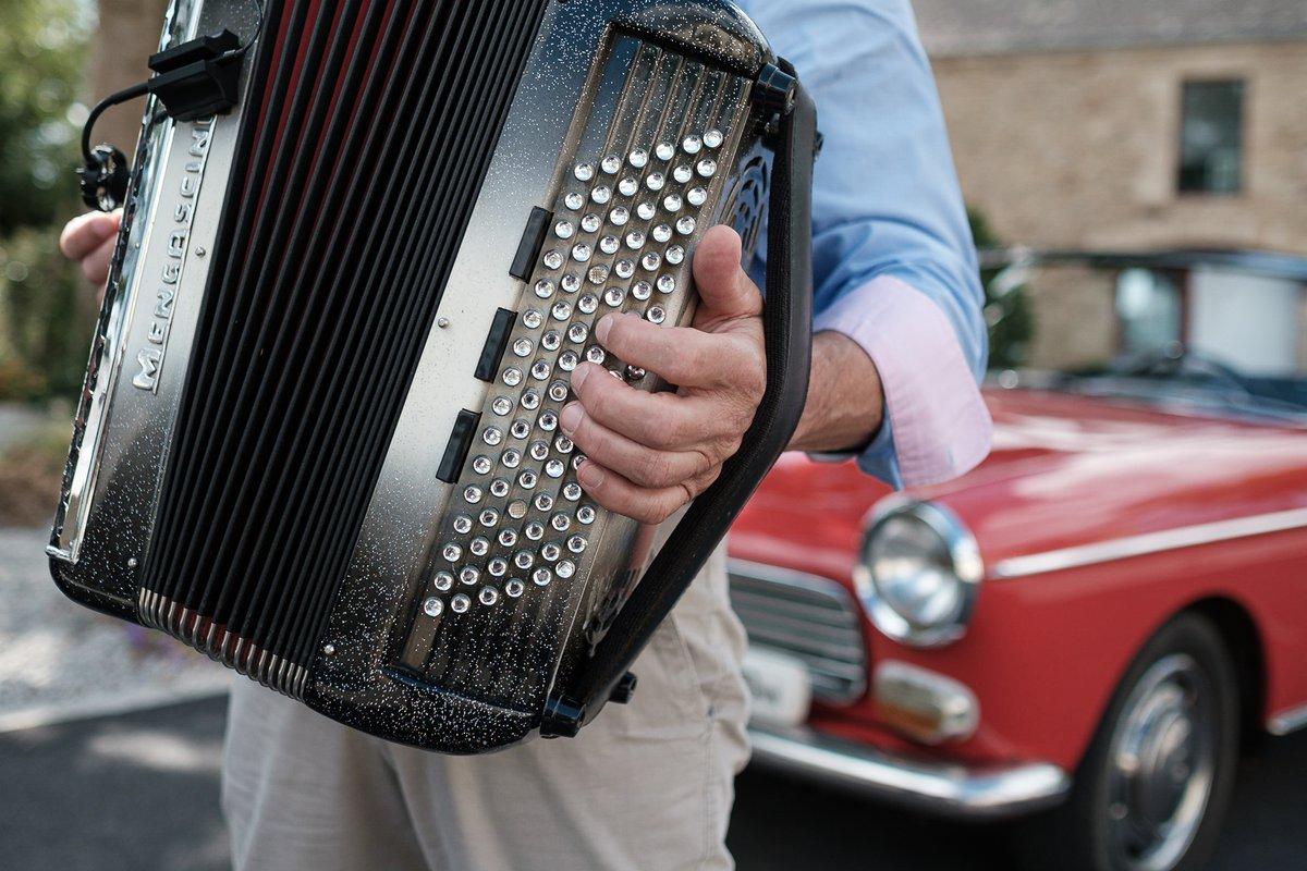 Illustration de Dans la campagne bretonne, au son de l'accordéon